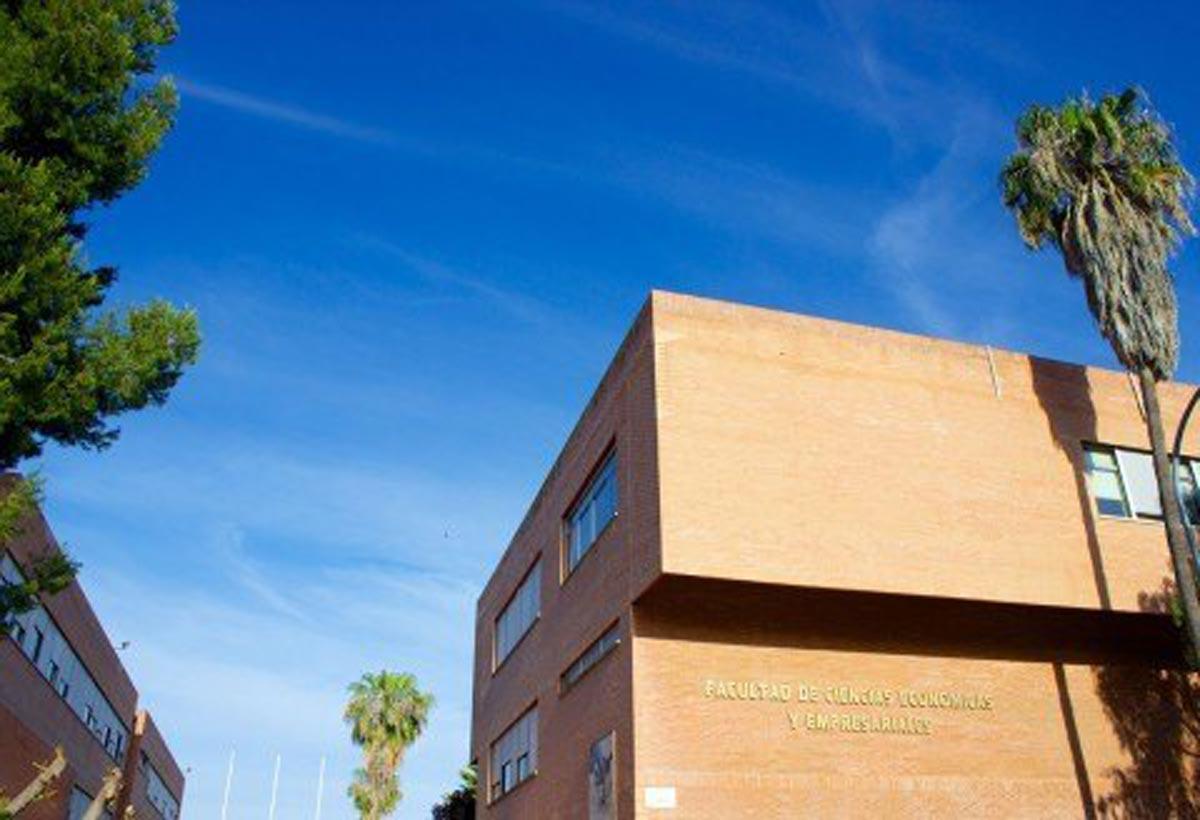 academias-unitec-estudios-Superiores-12-economicas
